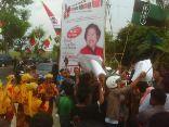Puluhan aktivis mahasiswa menggelar aksi unjukrasa mengkritisi Kongres Kebudayaan Madura (KKM) II, di Sumenep, Jumat sore (21/12). Intelektual muda tersebut menolak KKM II, karena diduga hanya untuk kepentingan politik kelompok tertentu. (Liputanwinda/Udin)