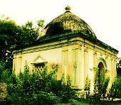 Inilah cungkup kuburan Patih Mangoendiredja, kusam tak terawat