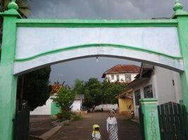 Pintu masuk menuju Ponpes Loteng